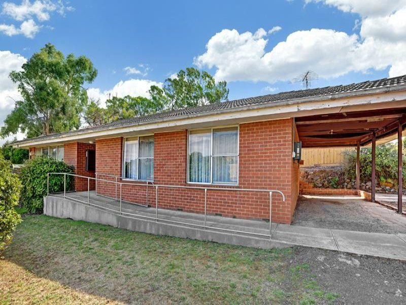 6 LINTON STREET, Waterford Park, Vic 3658
