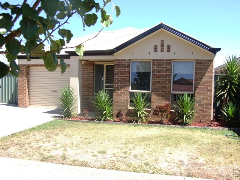 14 Taunton Place, Lake Gardens, Vic 3355
