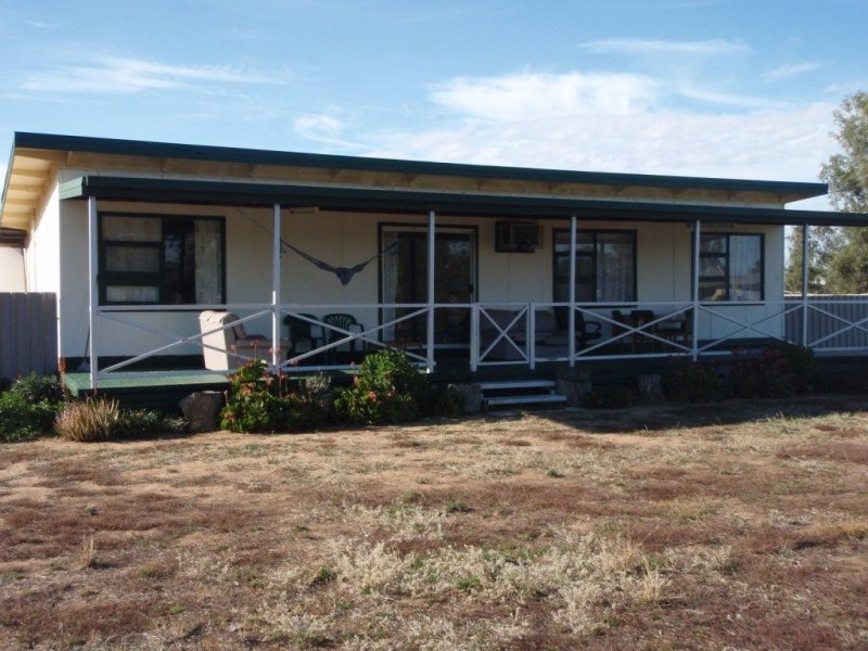 6 Cambridge Street, Carrathool, NSW 2711