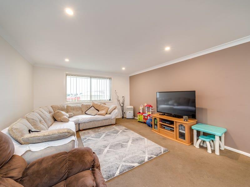 10 Barry Cres, Goulburn, NSW 2580