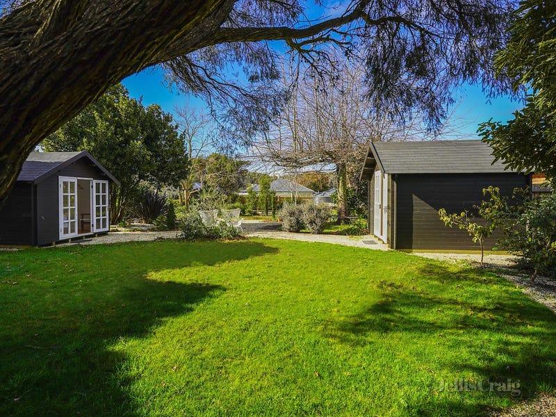 6 Stuart Drive, Woodend, Vic 3442