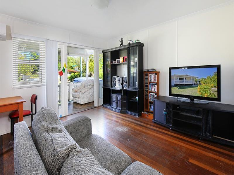 25 Blaxland Street, Golden Beach, Qld 4551
