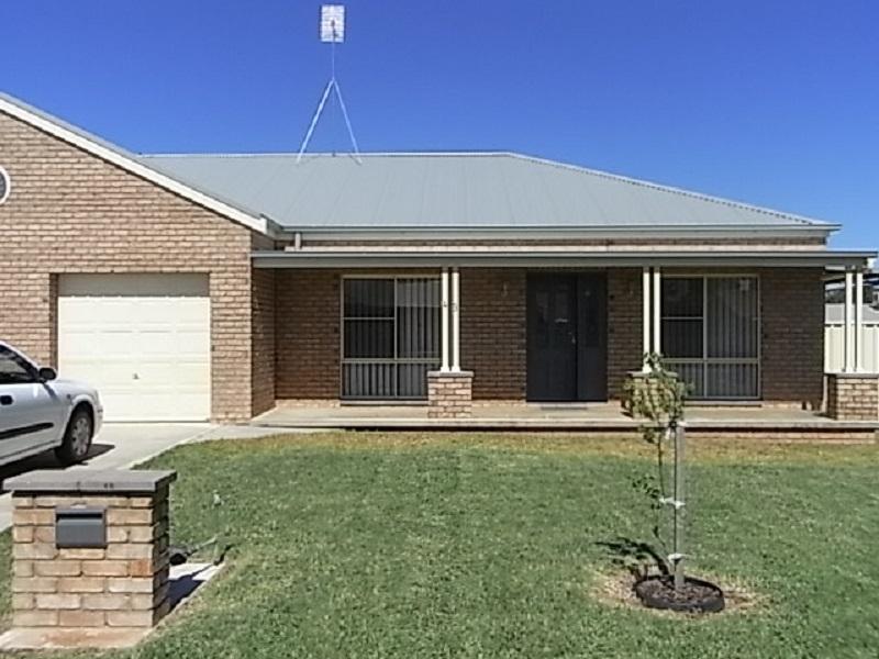 4B  Marshall Place, Parkes, NSW 2870