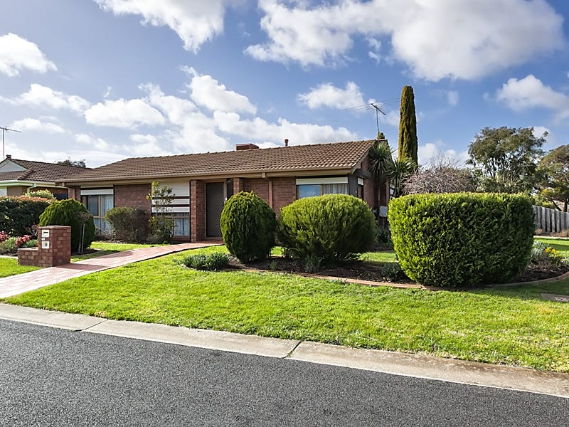 17 Cambrian Way, Melton West, Vic 3337