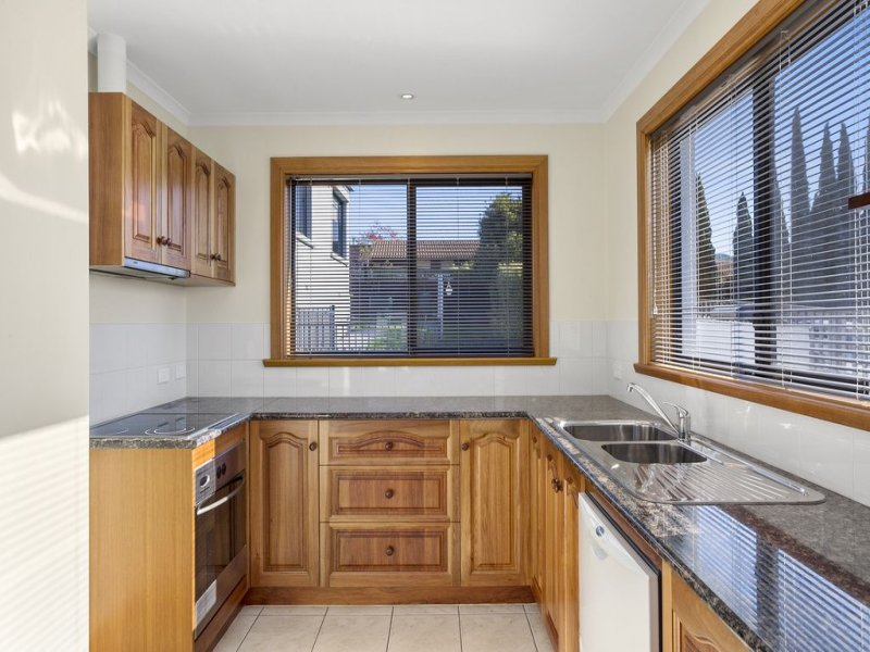 2/100 Augusta Road, Lenah Valley, Tas 7008