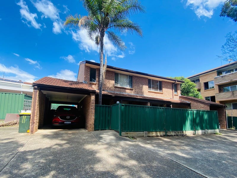 11/22 Moore  Street, Campbelltown, NSW 2560