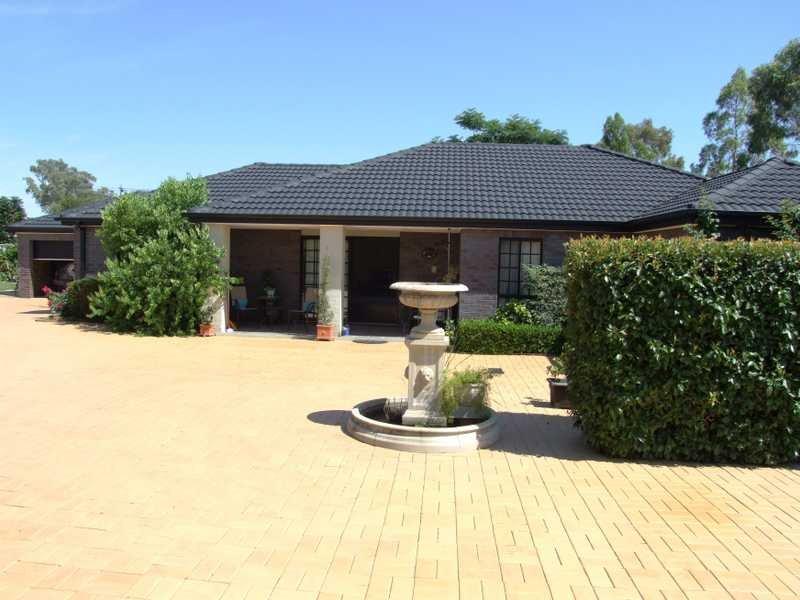 49 Greg Norman Drive, South Tamworth, NSW 2340