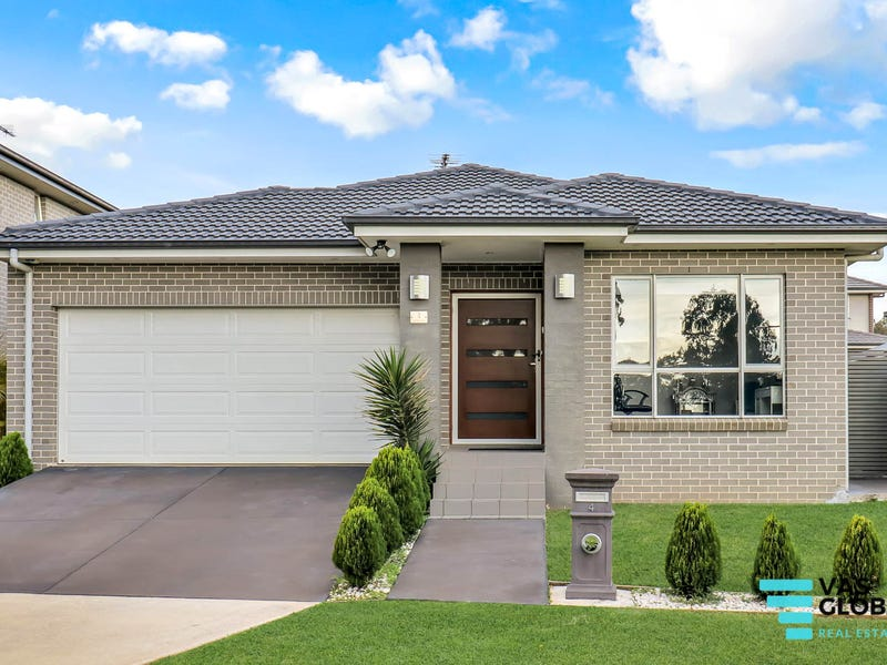 4 Blackthorn Place, Ropes Crossing, NSW 2760