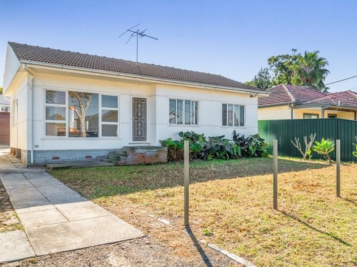 14 Endeavour Road, Georges Hall, NSW 2198