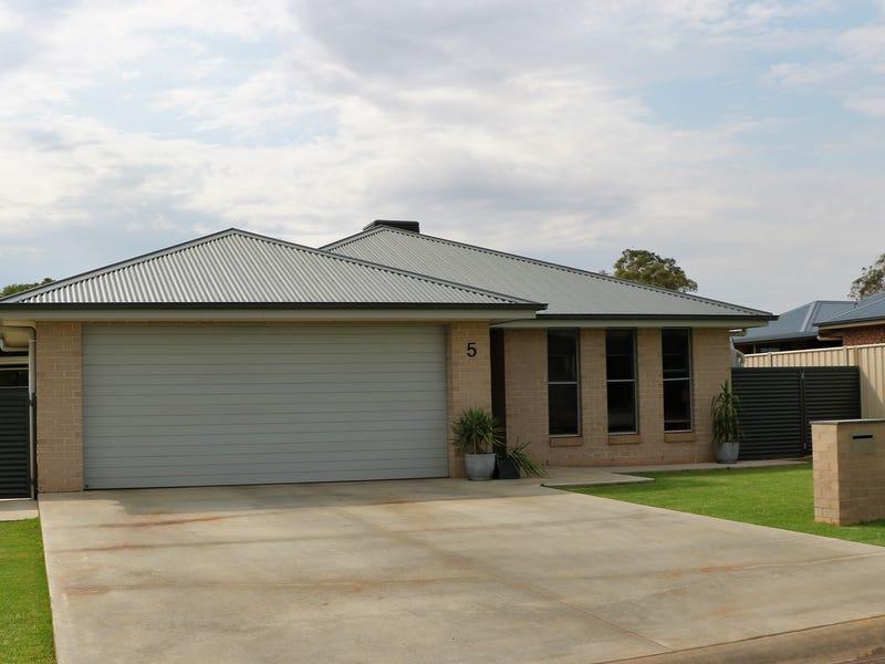 5 Mossgiel Close, Parkes, NSW 2870