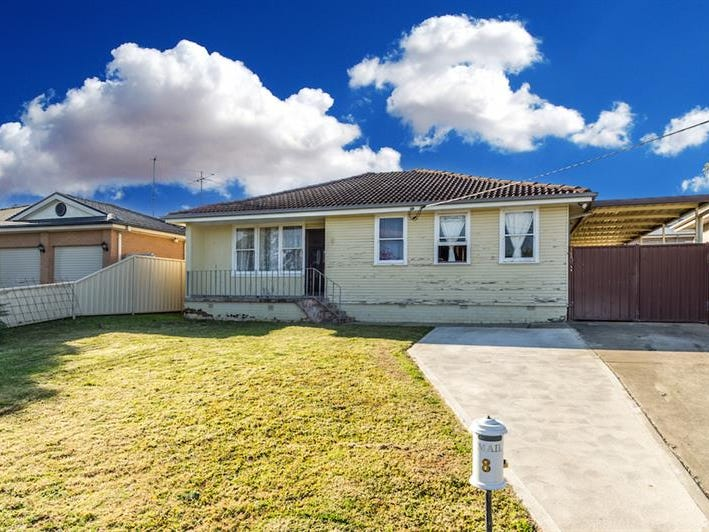 8 Shakespeare St, Campbelltown, NSW 2560