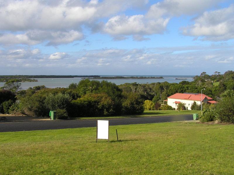 5 Stingray Point, Mallacoota, Vic 3892