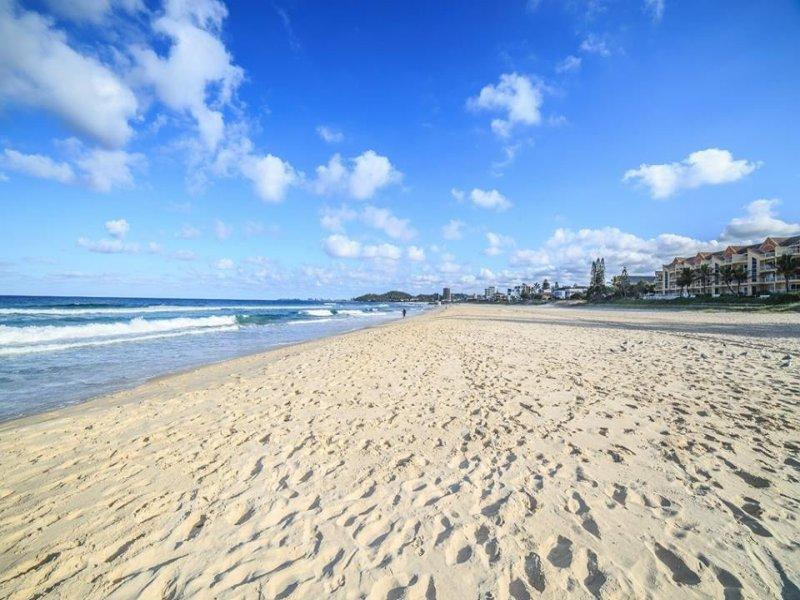 45 Twenty Fourth Avenue, Palm Beach, Qld 4221