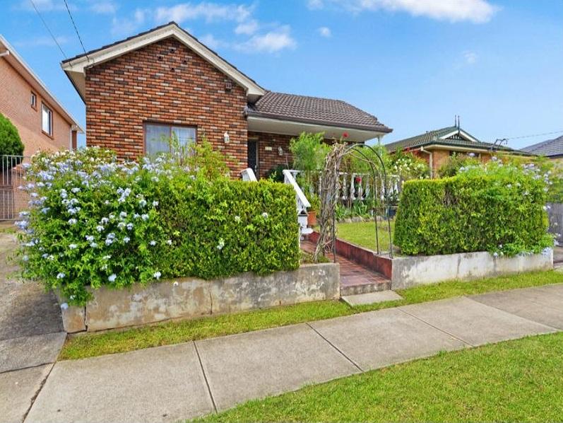 77 Cambridge Street, Penshurst, NSW 2222