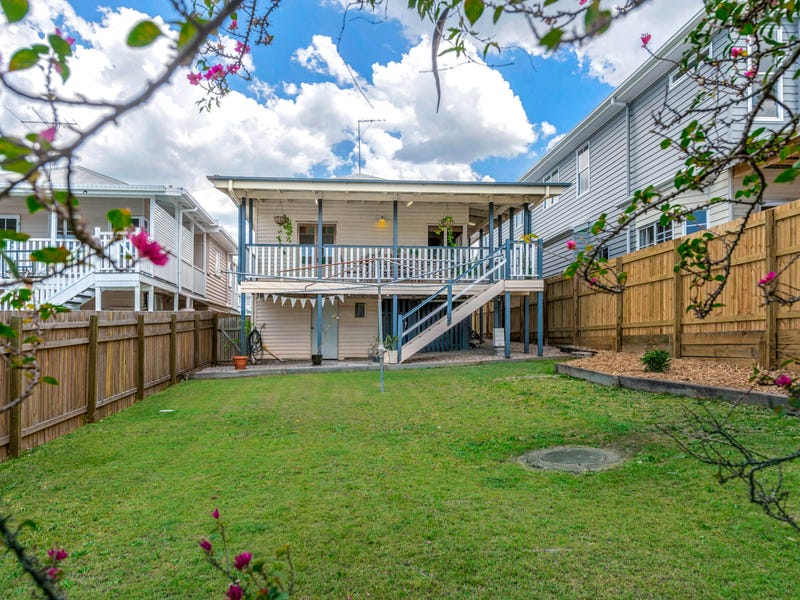 16 Camboor Street, Camp Hill, Qld 4152