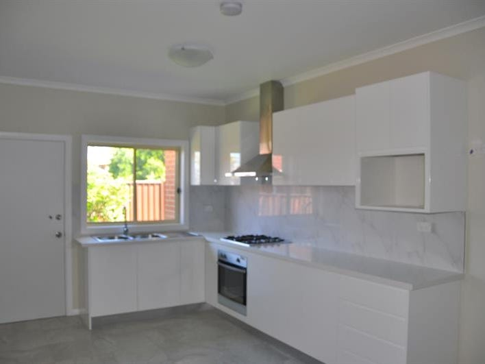 8A Wheatley Street, St Johns Park, NSW 2176
