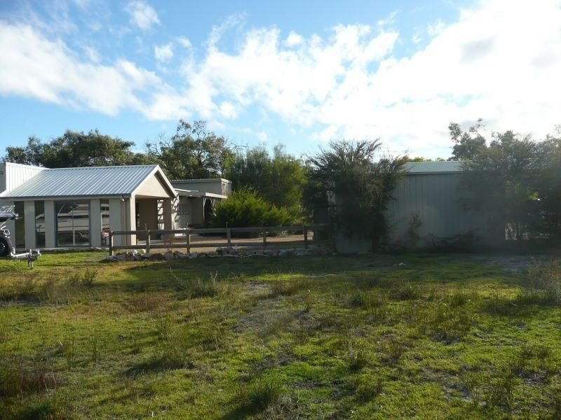 27 Gravelly Point Road, Raymond Island, Vic 3880