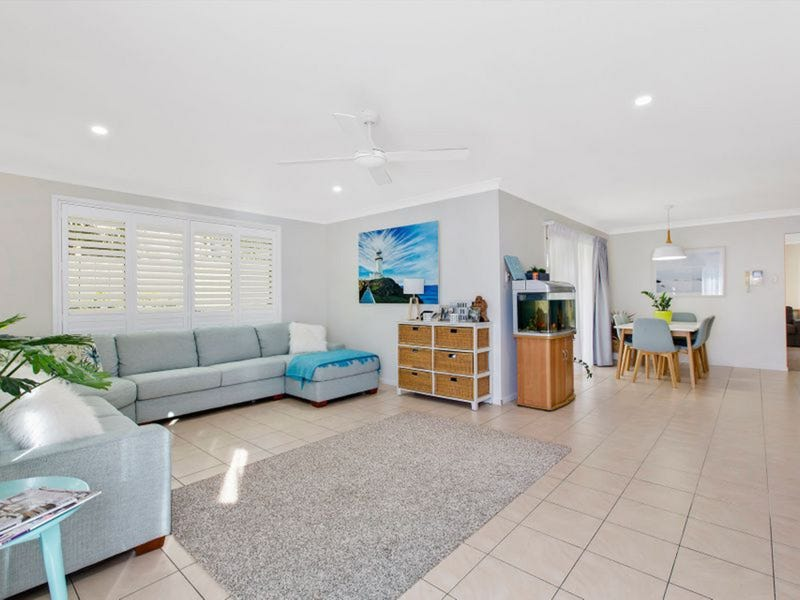 25 Passage Road, Bateau Bay, NSW 2261