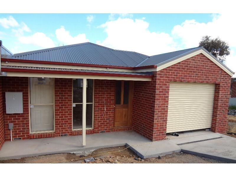 2/205 Aspinall Street, Kangaroo Flat, Vic 3555