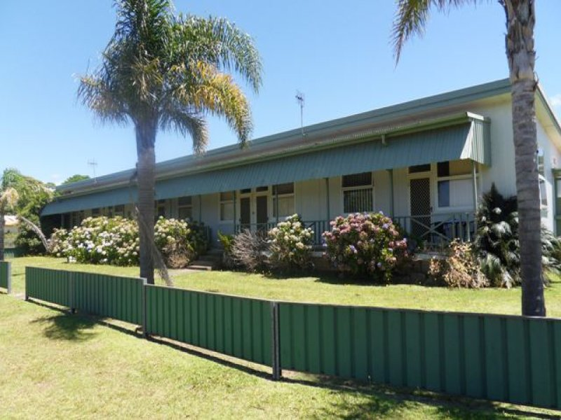 33 IVERISON RD, Sussex Inlet, NSW 2540