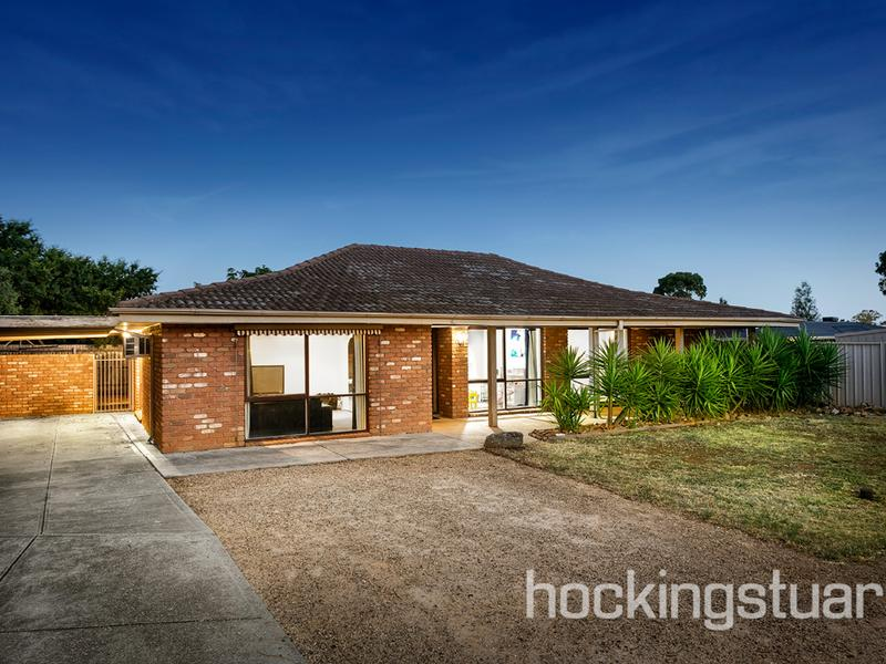 19 Chelmsford Way, Melton West, Vic 3337