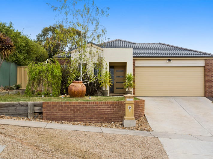 7 Martin Court, Golden Square, Vic 3555