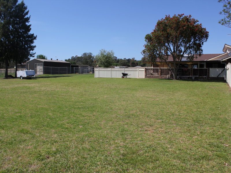222 Racecourse Av, Menangle Park, NSW 2563