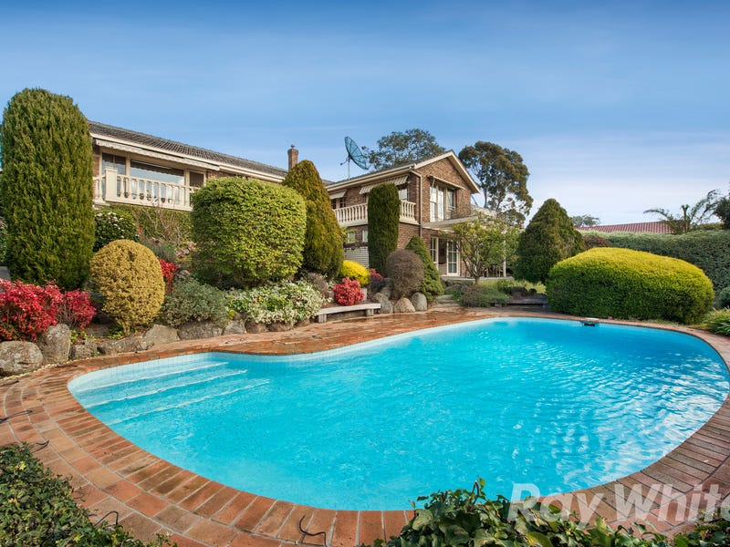1 Stirling Crescent, Glen Waverley