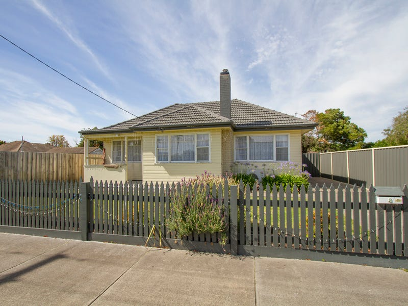 8 Pine Grove, Sale, Vic 3850