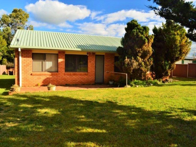 54 Manse Street, Guyra, NSW 2365