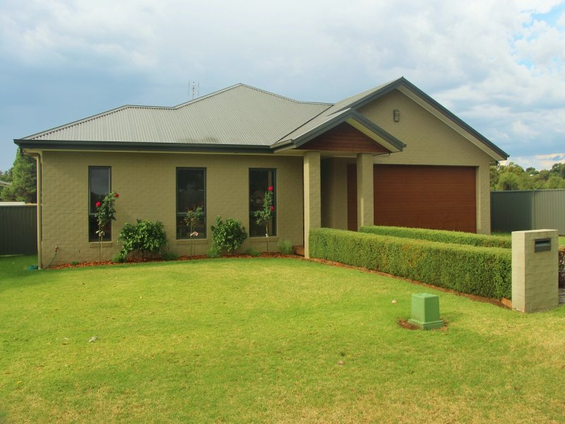 16 Lawson Drive, Grenfell, NSW 2810