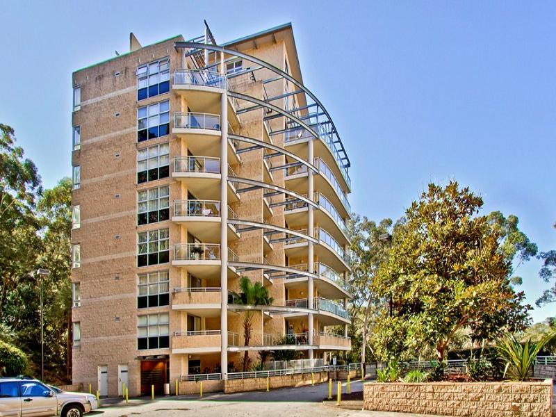 454/80 John Whiteway Drive, Gosford, NSW 2250