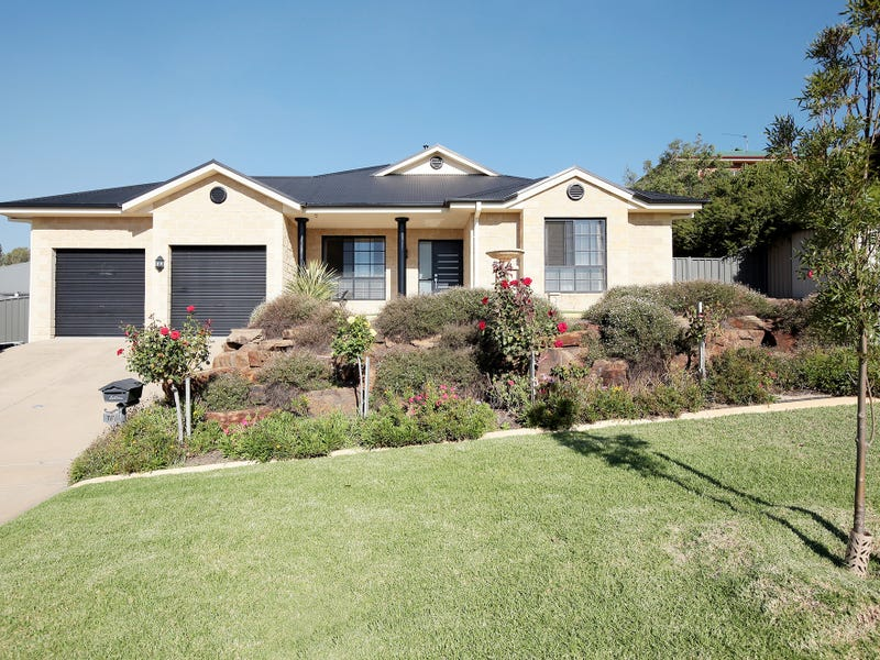 77 Brooklyn Drive, Bourkelands, NSW 2650