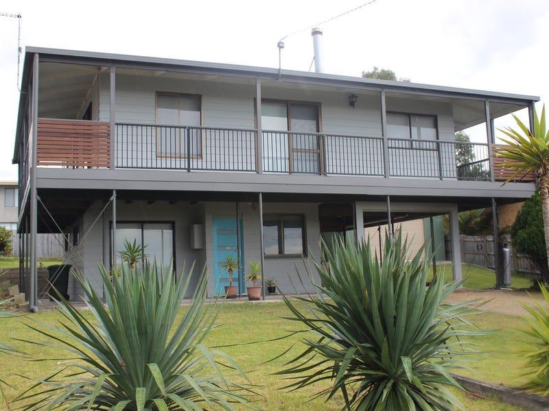 17 Skidale Close, Lake Tyers Beach, Vic 3909