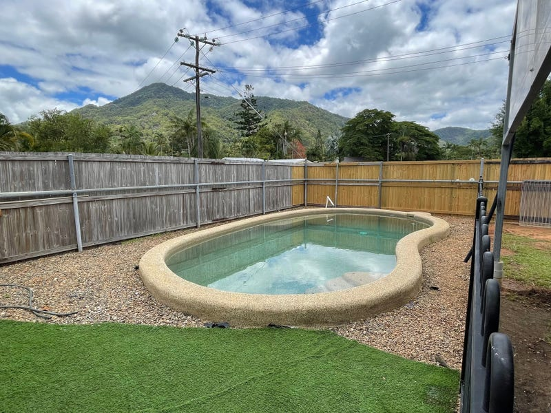 28 Impey Street, Caravonica, Qld 4878