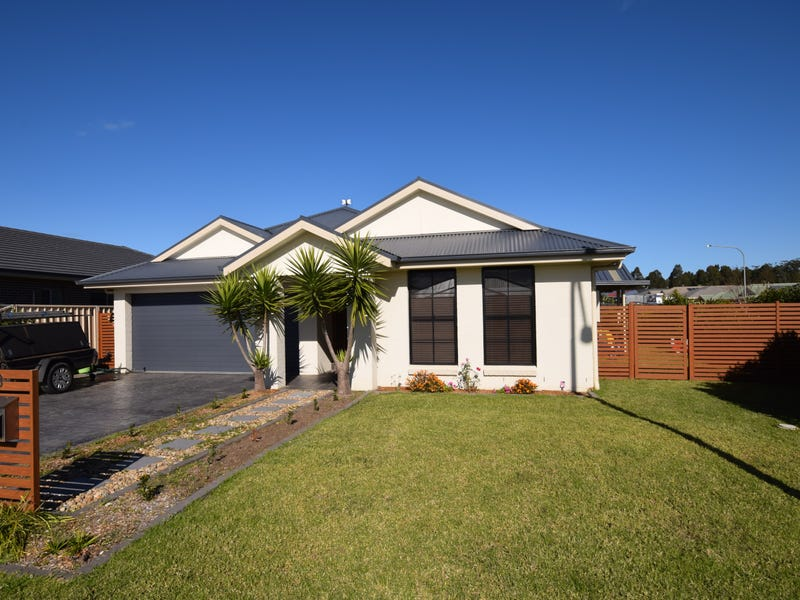 8 Wattlebird Road, South Nowra, NSW 2541