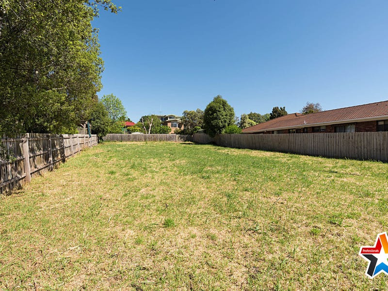 17 Clubpoint Drive, Chirnside Park, Vic 3116