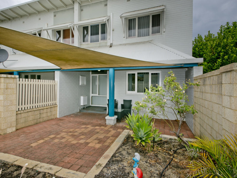 4/3 Derrington Crescent, Balga, WA 6061