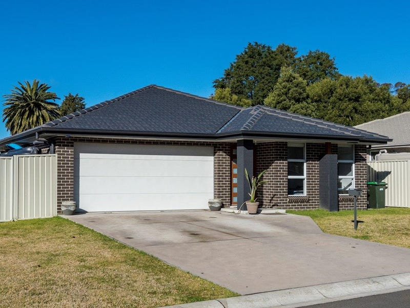 1 Emerald Court, Colo Vale, NSW 2575