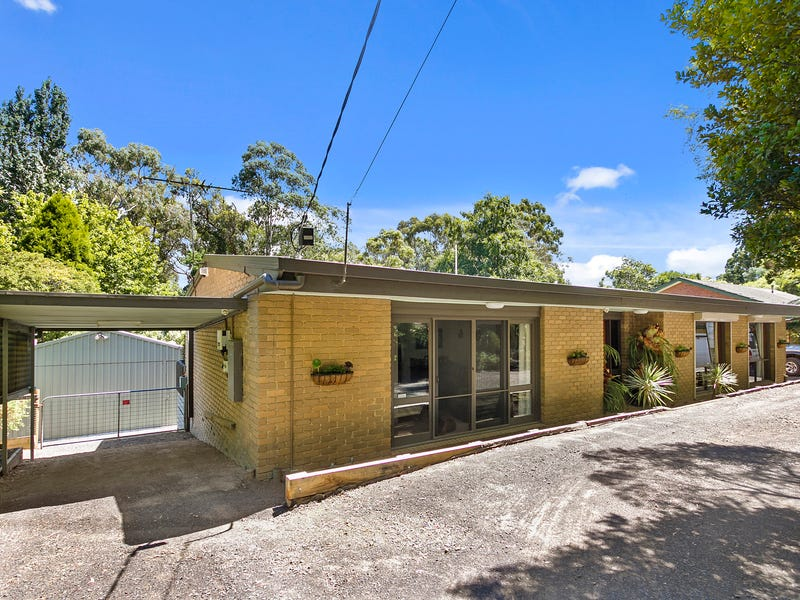 11 Arthur Road, Cockatoo, Vic 3781