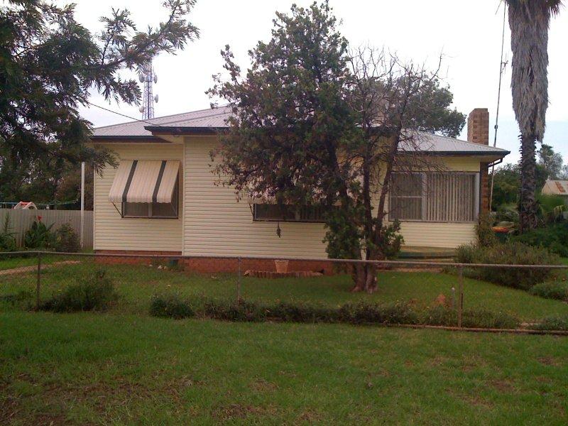 60 Harris, Trangie, NSW 2823