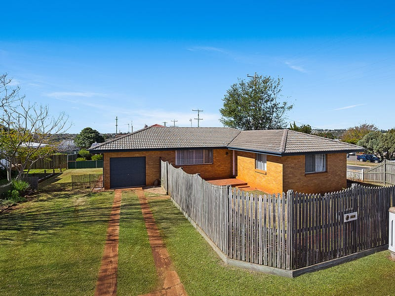 328 West Street, Kearneys Spring, Qld 4350