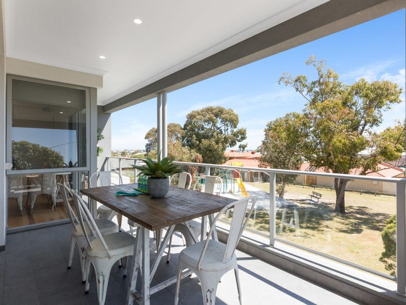 4/193 Grand Promenade, Doubleview