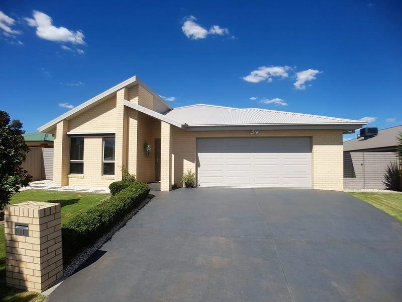 11 Sarah Court, Howlong, NSW 2643