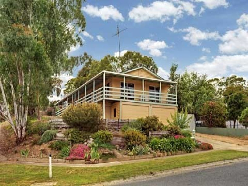 8 ANDREWS AVENUE (WATERFORD PARK), Wandong, Vic 3758