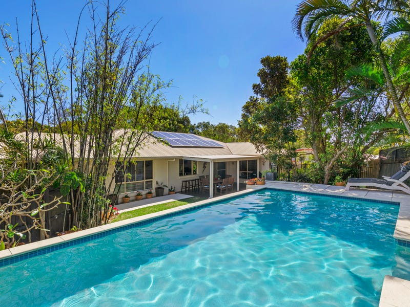 30 Seafarer Court, Castaways Beach, Qld 4567