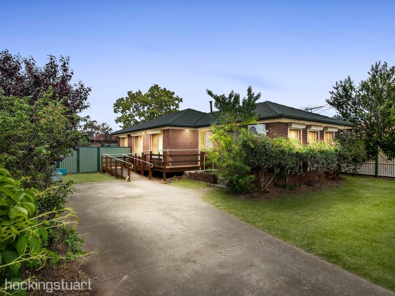 33 Connel Drive, Melton South, Vic 3338