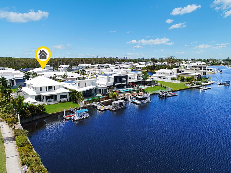 2 North Point Crescent, Pelican Waters