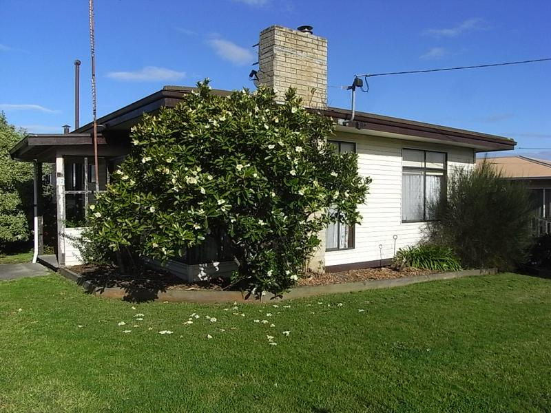 **UNDER CONTRACT**62 Vincent Road, Morwell, Vic 3840