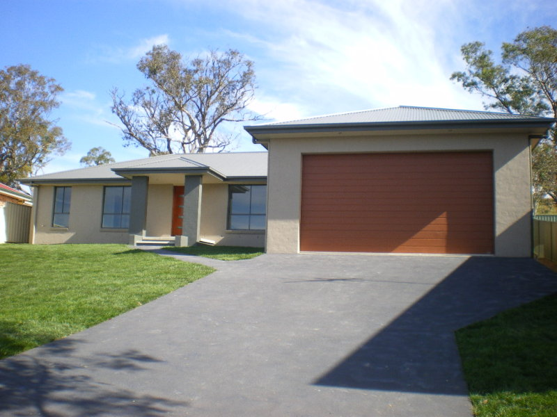 18 IVY LEA PLACE, Goulburn, NSW 2580